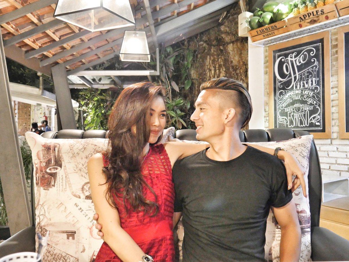 Tiền vệ Indonesia cầu hôn lãng mạn với bạn gái siêu xinh đẹp và nóng bỏng - 4