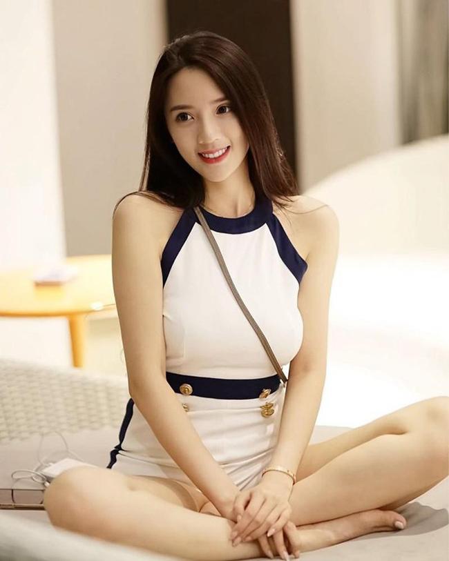 """TờChinaTimesđưa tin hôm 16/10, người mẫu Ông Tử Hàm bị đưa ra bằng chứng nằm trong đường dây mại dâm xuyên quốc gia của """"tú bà"""" Lưu Kiều An từ trước khi nổi tiếng."""