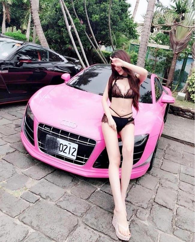 Chiếc xe Nissan 350Z có giá 2 triệu Đài tệ (khoảng 1,5 tỷ đồng) cùng chiếc Audi R8 đã qua sử dụng giá 3,2 triệu tệ (khoảng 10,5 tỷ đồng) đều là những thứ mà vị đại gia Malaysia này mua cho cô.