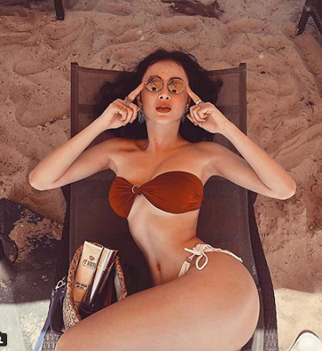 Ngoài bodycon, váy ôm sát thì bikini cũng là item được mỹ nhân này ưa chuộng.