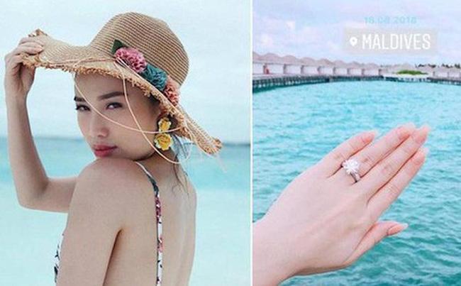 Còn nhớ chiếc nhẫn kim cương được đồn đoán là nhẫn đính hôn do bạn trai đại gia trao tặng nhưng khi đó Bảo Thy không lên tiếng.