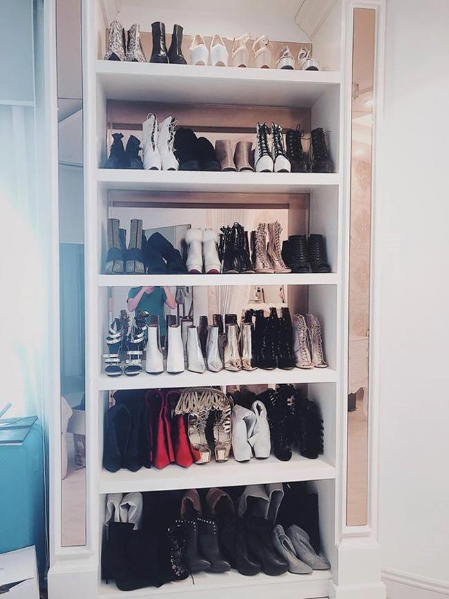 Bộ sưu tập giày dép của nữ ca sĩ nhìn qua cũng đủ thấy choáng.