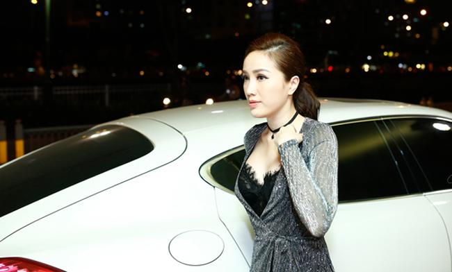 ... thì nay cô nàng tậu hẳn xe sang màu trắng trị giá 8 tỷ đồng.