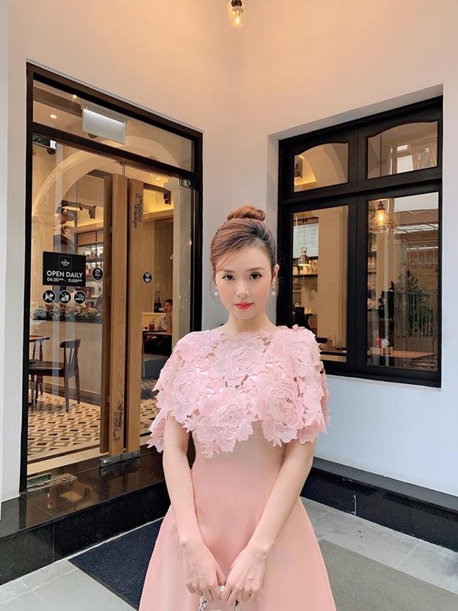 Sau khi chia tay Phan Thành, năm 2016, Midu ra mắt thương hiệu thời trang riêng do chính cô thiết kế với phong cách nhẹ nhàng, nữ tính. Hiện tại, hot girl 8X đã mở thêm 2 chi nhánh khác tại Tp. HCM.