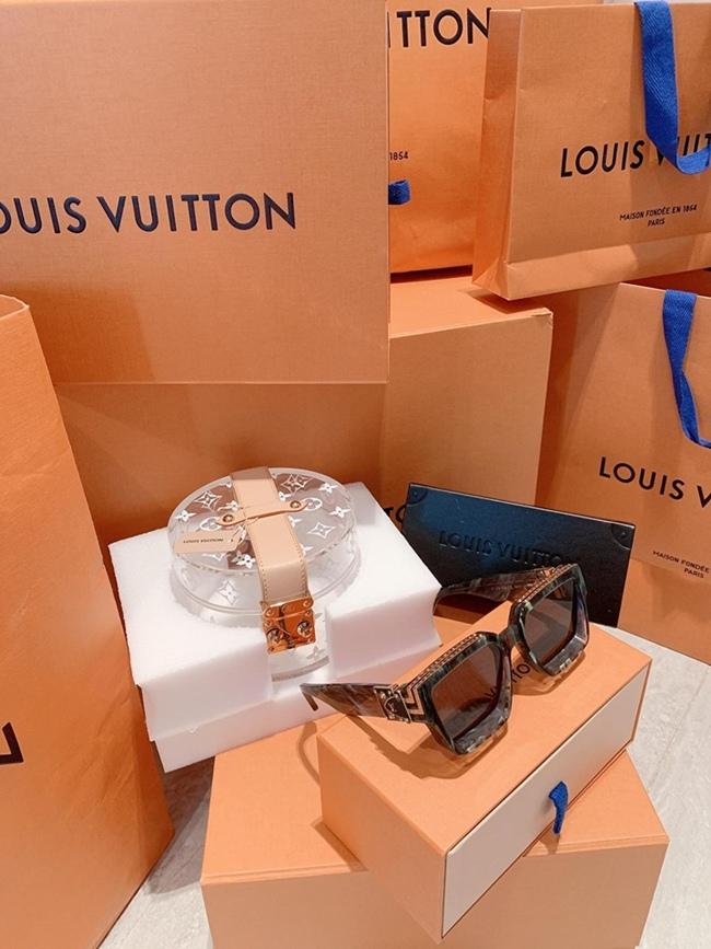 Các thương hiệu quen thuộc của Midu phải kể đến như Dior, Louis Vuitton...