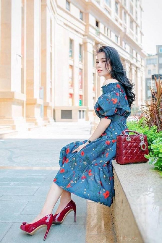 Phương Oanh cũng sở hữu nhiều mẫu túi hiệu dòng basic được các tín đồ thời trang ưa chuộng như túi Chanel, Hermes dòng Kelly, hay Dior Lady màu đỏ nổi bật...