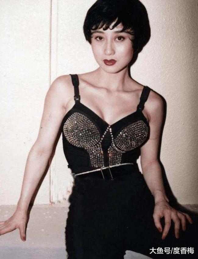 Thời gian hoạt động nghệ thuật, bà xã Lý Liên Kiệt không ngại thử sức với nhiều hình ảnh đa dạng, phong phú. Ngoại hình của cô được nhận xét phù hợp với mẫu phụ nữ Á đông lẫn phương Tây.