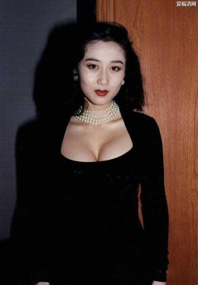 """Năm 2014, Lợi Trí giành được danh hiệu """"Hoa hậu châu Á xinh đẹp nhất thời đại"""" trong một cuộc bình chọn trên mạng xã hội Hồng Kông dù cô không xuất hiện nhiều trên truyền thông hay tham gia hoạt động nghệ thuật."""