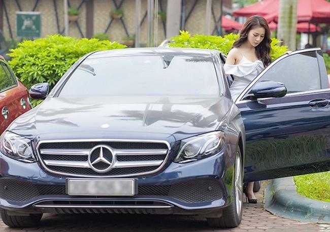 Cô từng gây chú ý khi lái xế sang đi sự kiện ở Hà Nội.