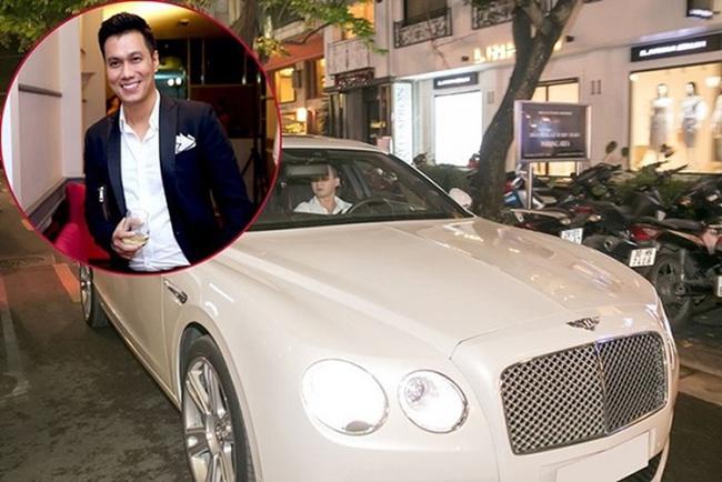 """Sau thành công của """"Người phán xử"""", Việt Anh gây chú ý khi lái chiếc Bentley Flying Spur V8 tham gia một sự kiện ở Hà Nội."""