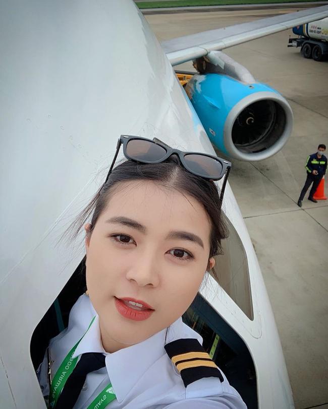 Sau một thời gianchuyên lái máy bay thương mại hạng nhỏ tại Mỹ, nữ diễn viên quyết định trở về Việt Nam làm việc. Cô hiện đã có bằng lái máy bay theo tổ theo tiêu chuẩn FAA - Mỹ.