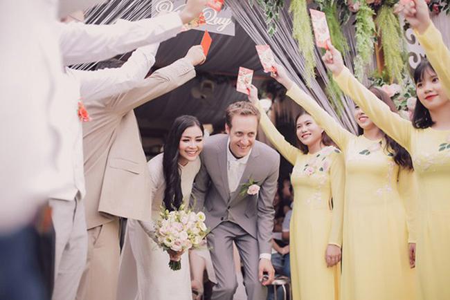 Tháng 8/2018, cô lên xe hoa với chồng ngoại quốc. Ông xã của Diệu Thúy tên Antoine Aubry (sinh năm 1980), là giám đốc khách sạn tại Pháp.