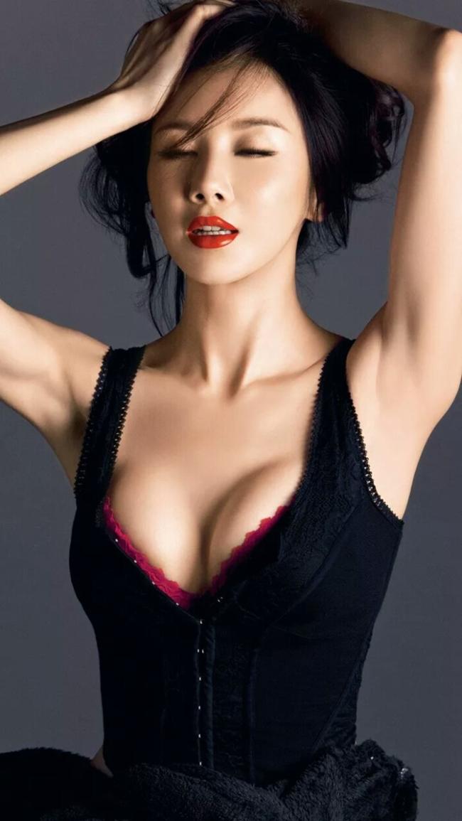 Tin đồn mỹ nhân họ Tôn dao kéo càng có cơ sở hơn khi người quản lý của cô tố người đẹp là người nghiện dao kéo.
