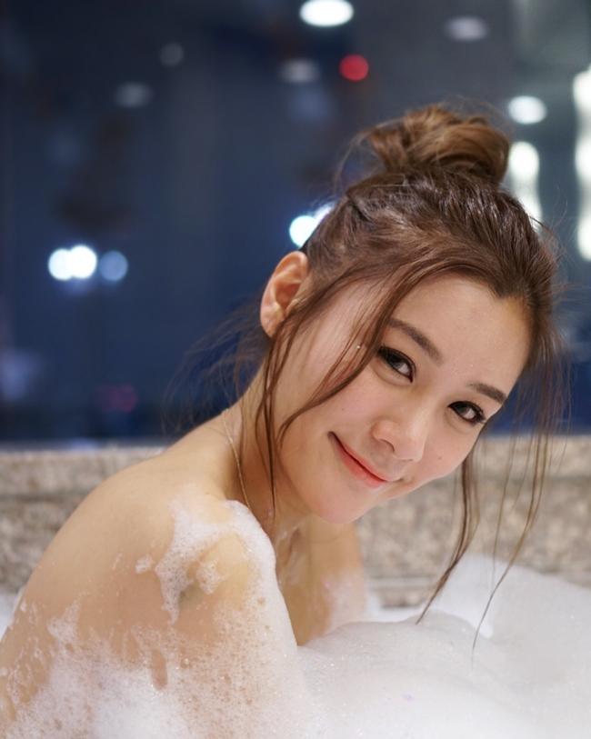 """Đây là lần thứ hai chương trình """"3 ngày 2 đêm"""" của TVB thực hiện ghi hình ở Việt Nam. Người đẹp Chu Trí Hiền là chân dài đồng hành cùng chương trình tới Phú Quốc trải nghiệm du lịch vào mùa thứ hai (năm 2015)."""