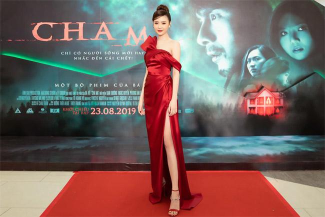 Ngọc Duyên hiếm hoi thử sức trong phim điện ảnh Cha Ma nhưng không gây được nhiều tiếng vang.