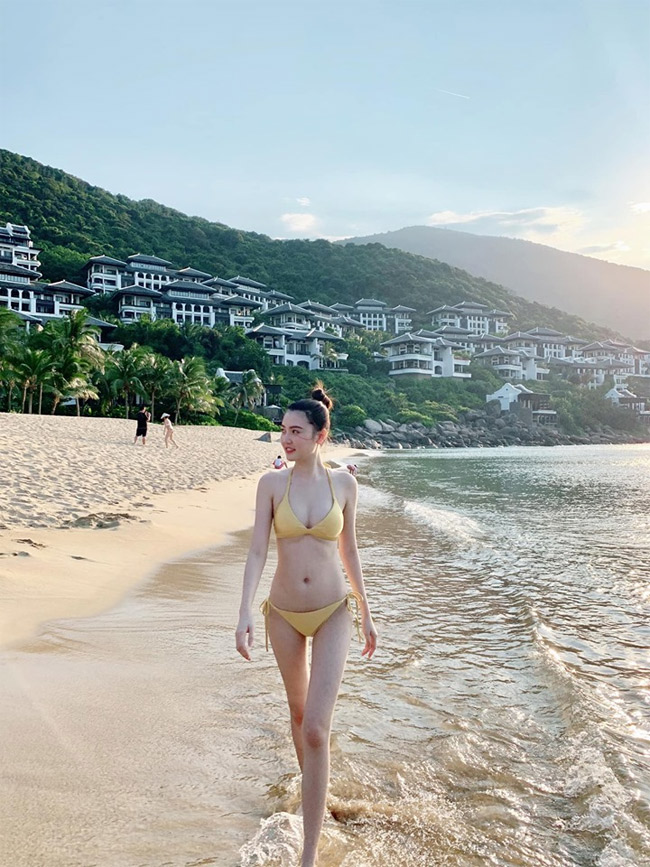 Sự gợi cảm, nuột nà của Ngọc Duyên trong bộ bikini vàng rực.