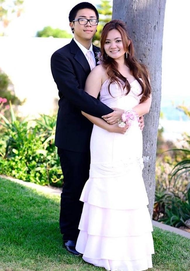 Bức ảnh cưới hiếm hoi của Xuân Mai và ông xã điển trai. Thời điểm kết hôn và sinh con, nữ ca sĩ mới 21 tuổi.