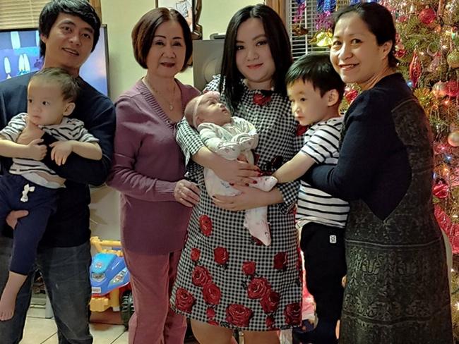 Sau khi sinh con gái thứ 3 được khoảng 2 tháng, Xuân Mai đi làm lại. Cô rất an tâm vì có bà nội, bà ngoại giúp đỡ việc trông con. Ở tuổi 23, Xuân Mai đã là bà mẹ ba con và có cuộc sống hạnh phúc.