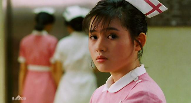 Cô là diễn viên sáng giá thập niên 1980, 1990, bắt đầu bước chân vào làng giải trí từ năm 14 tuổi.