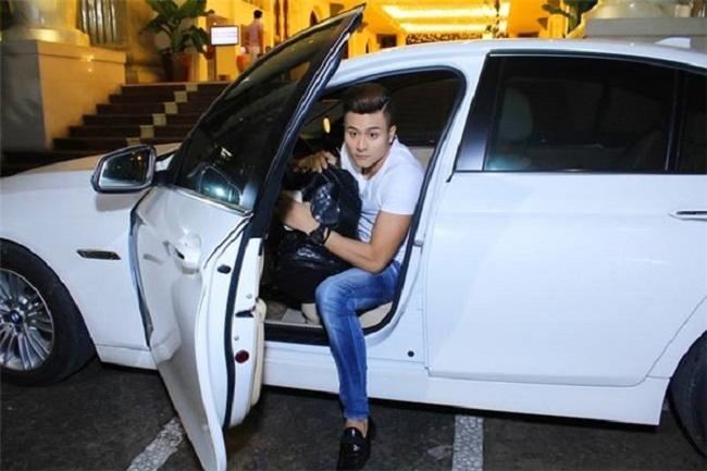 Thành công trong sự nghiệp nên Vĩnh Thụy có cuộc sống thoải mái. Siêu mẫu cao 1m85 sở hữu hai chiếc xe hạng sang. Một chiếc màu trắng và một chiếc màu đen.
