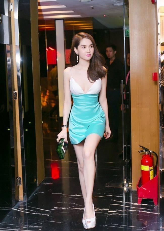 Váy lụa mang tới vẻ đẹp, sang trọng, tinh khôi cho người mặc... chính vì thế, đôi khi người mặc chúng chấp nhận những rủi ro ngoài ý muốn để khoác lên người một diện mạo mới, xinh đẹp hơn.