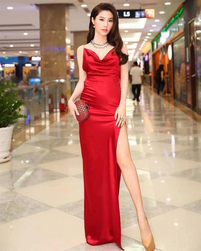 Việc sở hữu môt body chuẩn mẫu cũng là yếu tố giúp bạn mặc đẹp, gợi và an toàn hơn với váy lụa.
