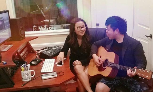 Phòng thu âm riêng trong căn nhà cho thấy sự chuyên nghiệp, đầu tư của nam ca sĩ.