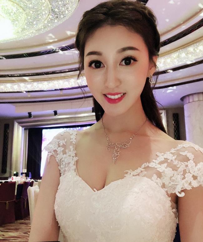 Tuy nhiên, vào đầu tháng 5 vừa qua, Hà Diễm Quyên bất ngờ thông báo cô và Ngô Chí Thành đã hoàn tất thủ tục ly hôn. Nữ diễn viên kết hôn với doanh nhân 67 tuổi vào tháng 8.2018 và chỉ sống chung với nhau vỏn vẹn 8 tháng.