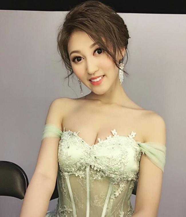 Hà Diễm Quyên từng học Luật tại Đại học Hong Kong. Sau khi giành giải Á hậu Hong Kong 2014, cô bỏ học và gia nhập làng giải trí. Người đẹp họ Hà góp mặt trong một số tác phẩm phim ảnh của TVB song không gây được ấn tượng.