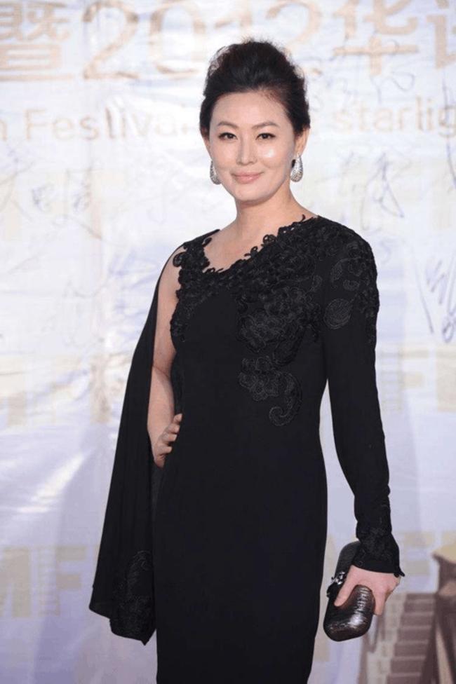 Nhan sắc nàng Phan Kim Liên bị cho là xuống sắc so với thời còn nổi tiếng. Cô cũng ít tham gia các sự kiện giải trí mà dành thời trang tập trung cho gia đình.