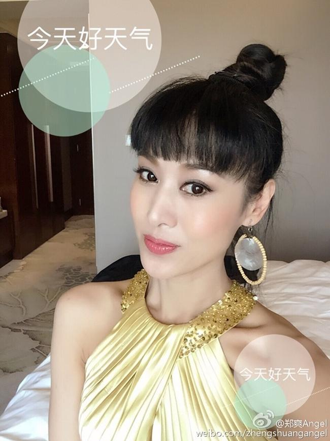 Trịnh Sảng sinh năm 1966 tại Thẩm Dương, Liêu Ninh, Trung Quốc. Hiện nay cô vẫn tham gia đóng phim điện ảnh, truyền hình và là thành viên của Hiệp hội phim Trung Quốc.