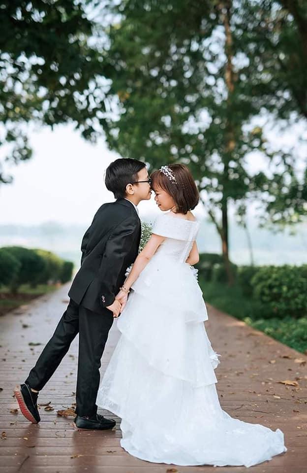 """Sau tất cả, cuối cùng """"Cặp đôi bé nhất Việt Nam"""" cũng về chung một nhà - 1"""