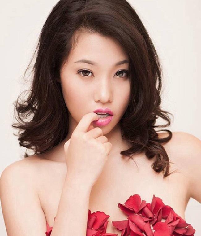 Lúc đó, Văn Lâm say đắm cô người mẫu nên quyết tâm cưa đổ cho bằng được.