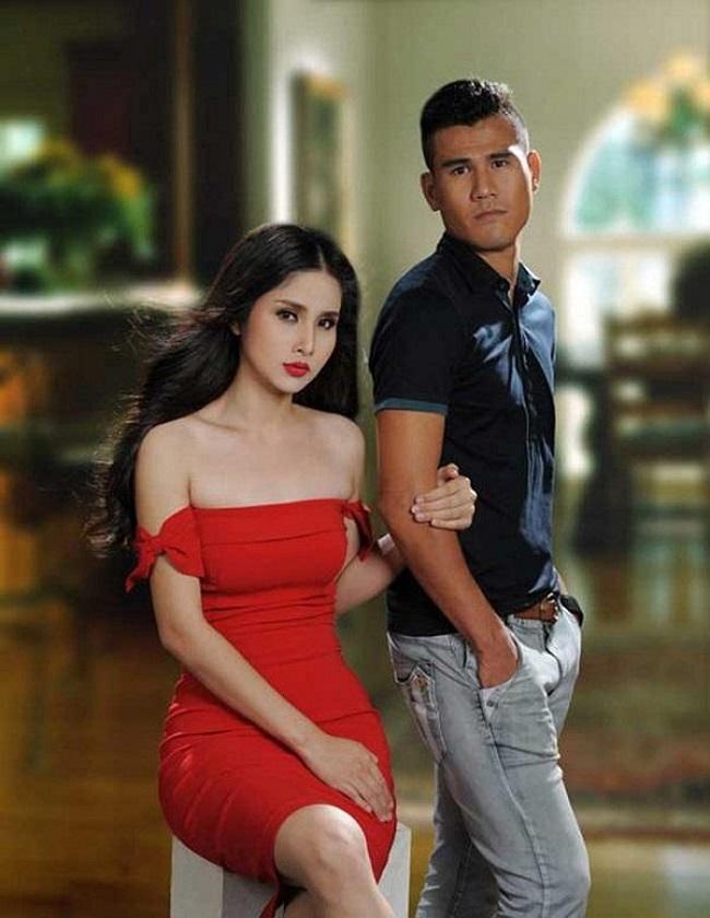 """Chuyện tình vốn như cổ tích của Phan Thanh Bình cùng người mẫu Thảo Trang cũng từng khiến nhiều khán giả phải nuối tiếc. Từng được đánh giá là cặp """"trai tài gái sắc"""", Phan Thanh Bình và Thảo Trang nhận được nhiều sự ủng hộ, ngưỡng mộ của đông đảo khán giả."""