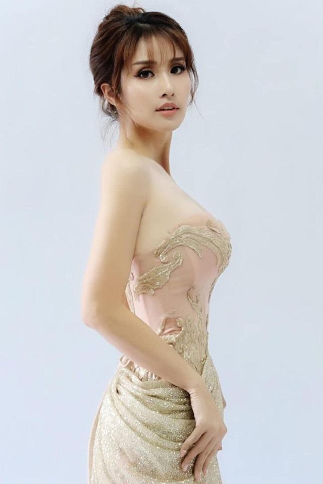 """Ngoài thành công trong cuộc thi nhan sắc, Thảo Trang còn ghi dấu ấn ở các bộ phim truyền hình, trong khi đó Phan Thanh Bình một mình """"gà trống nuôi con"""" và tích cực làm việc để đảm bảo cuộc sống tốt nhất cho con gái."""