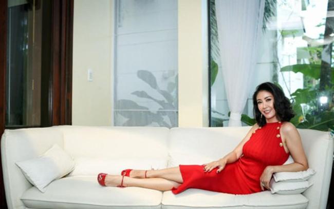 Ở tuổi 40, nhan sắc Hà Kiều Anh vẫn đẹp mặn mà,sống cuộc sống viên mãn, có chồng giàu, con ngoan.