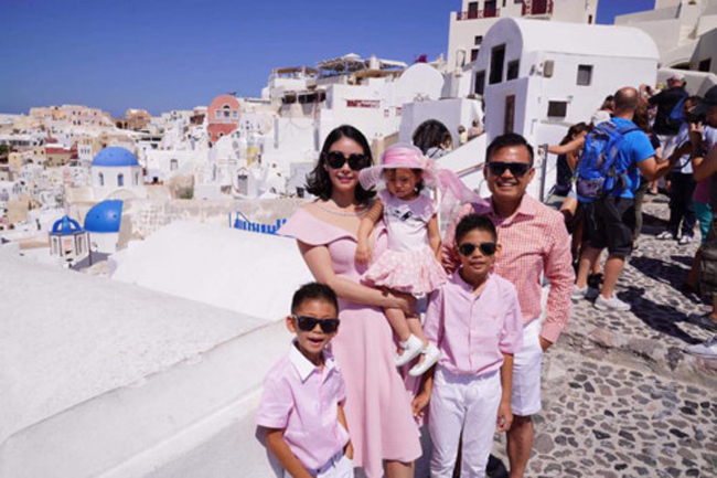 Gia đình hoa hậu thường xuyên có những chuyến du lịch đắt đỏ.