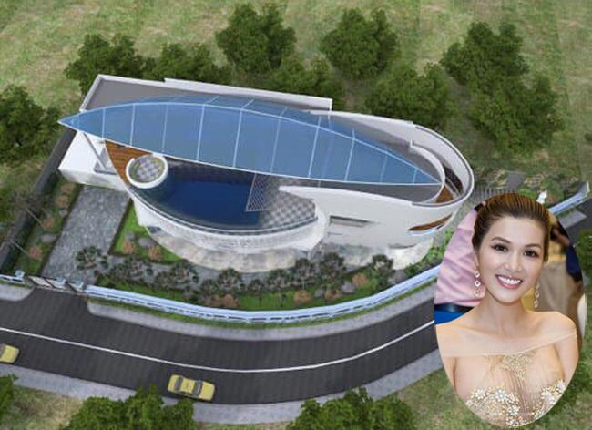 Nhìn từ phía trên, ngôi nhà đồ sộ có thiết kế hình chiếc lá như một mái che, phía dưới là bể bơi rộng ở tầng thượng, là nơi vui chơi của đàn con.
