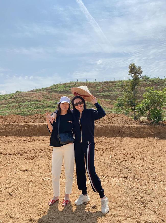 Ngoài ra cách đây không lâu, Oanh Yến và Trà Ngọc Hằng còn úp mở dự định làm bất động sản, làm trang trại nông sản.