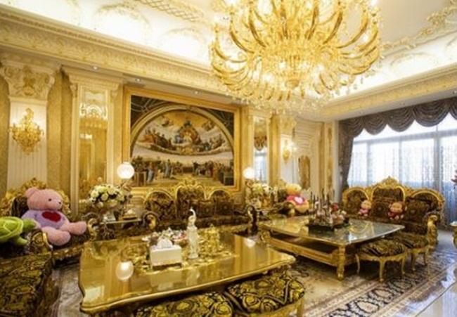 Nội thất phòng khách mang phong cách cổ điển châu Âu.