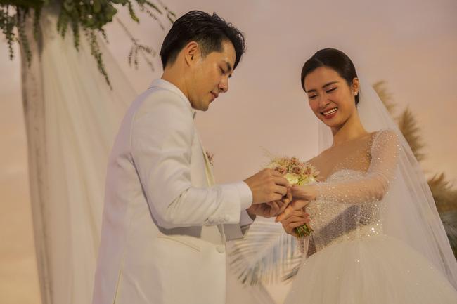 Đám cưới Bảo Thy gây choáng với thực đơn toàn sơn hào hải vị - 11