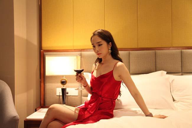 """Quỳnh Nga tiếp tục được """"chọn mặt gửi vàng"""" vào vai những cô nàng """"tiểu tam"""" hoặc """"gái ngành"""" nóng bỏng, gợi cảm."""