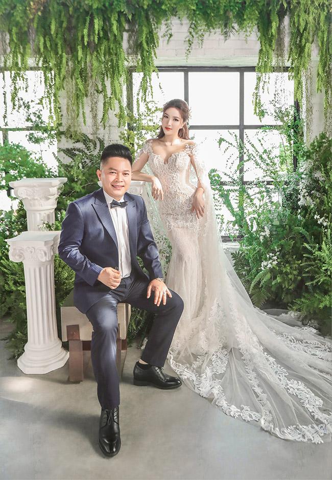 Mới đây, cả showbiz lại đón tin vui khi Bảo Thy cũng lên xe hoa cùng chồng Phan Lĩnh, lớn tuổi hơn cô và là một doanh nhân người gốc Hà Tĩnh.