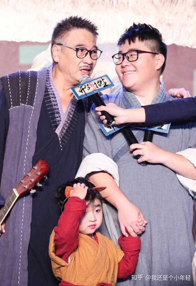 """Năm 2018, nam diễn viên sinh năm 1990 kết hợp cùng đàn anh Ngô Mạnh Đạt góp mặt trong bộ phim ăn theo hào quang của """"Tân Ô Long Viện là """"Tân Ô Long viện - Tiếu náo giang hồ"""". Tuy nhiên, bộ phim lại không đạt được thành công như mong đợi."""