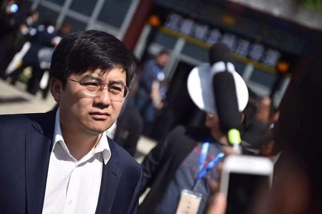 Từ ngày Triệu Hân Bồi cự tuyệt với showbiz, công chúng cũng dần quên mất cậu bé Hồng Hài Nhi năm nào. Đến năm 1999, truyền thông Trung Quốc bất ngờ phát hiện Triệu Hân Bồi là một trong những sinh viên giỏi khoa công nghệ máy tính của Đại học Bắc Kinh.