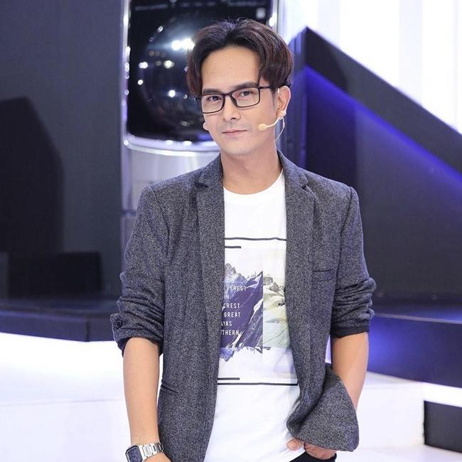 Trong bài phỏng vấn năm 2018, diễn viên 8X thừa nhận bản thân thất nghiệp trong vài năm gần đây. Thỉnh thoảng, có gameshow phù hợp Hùng Thuận mới tham gia. Khi không có show, anh bán hàng online để kiếm sống.