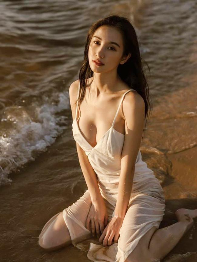 Côtừng hoạt động người mẫu cho nhiều thương hiệu thời trang lớn ở Thái Lan và thế giới.