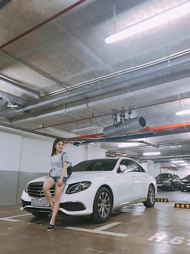 Năm 2017, Hương Tràm tậu cho mình một chiếc xe Mercedes E-Class 2017 màu trắng. Được biết, xế hộp mới tậu của Hương Tràm có giá khoảng 2 tỷ đồng