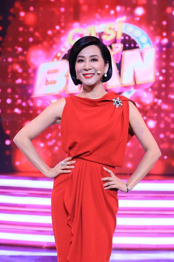 MC Nguyễn Cao Kỳ Duyên U60 vẫn trẻ, gợi cảm như gái son vì bước ra ngoài sân si - 1
