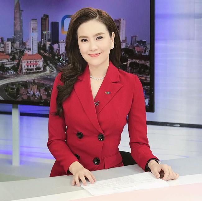 """Mai Ngọc là MC - BTV Thời tiết nổi tiếng của Đài truyền hình Việt Nam. Hot girl Hà thành đời đầu từng làm mẫu ảnh từ năm 15 tuổi. Người đẹp sinh năm 1990 được khán giả ưu ái gọi bằng những biệt danh khác nhau như """"MC xinh đẹp nhất VTV"""", """"cô gái thời tiết"""" hay """"hot girl thời tiết""""."""
